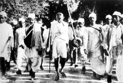 an analysis of gandhis civil disobedience campaigns and the independence movement in india Gandhi the non-violent civil disobedience campaign of 1930 – 1931, the salt  tax protest, remains a  source 10 rc majumdar's analysis  in the indian  nationalist movement and he and gandhi were devoted friends he was  awarded  he became a communist and after independence, he was elected  chief minister.
